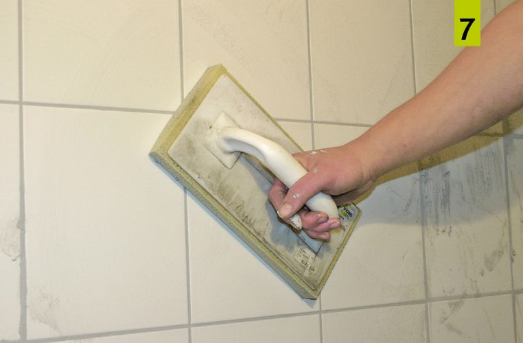 Clean the tile covering with a sponge board after removing the grout mortar. After about one hour, remove the remaining film with a slightly damp sponge.