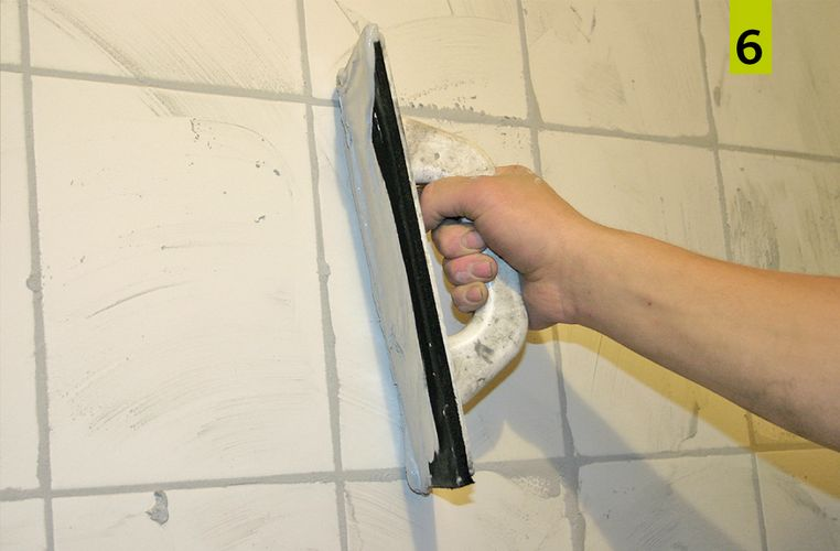 After approx. 12 to 24 hours the grouting can be started. Here, the water-repellent, coloured jointing mortar codex Brillant Color Xtra is ideal. Apply the grout deep and flush with the surface in the joint using a suitable tool.