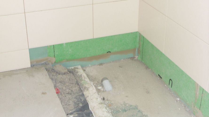 The reconstruction phase of the hotel - corners were sealed